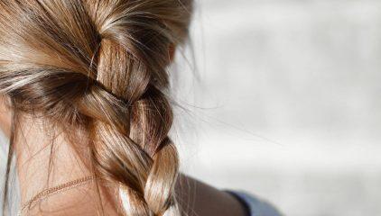 Jak dbać o włosy aby były mocne, lśniące i odżywione?