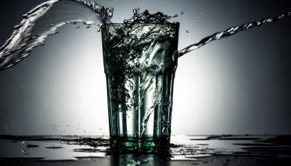 Woda – napój bogów. Dlaczego warto ją pić?