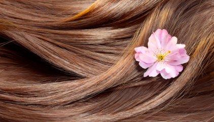Odżywka do włosów farbowanych to podstawa w pielęgnacji włosów po koloryzacji